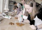 Nur noch bis zum Jahresende? Das Angebot der Pfefferkuchen-Schauwerkstatt wird vor allem von Schulklassen und Reisegruppen gern genutzt.
