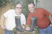 Silvio Thiele (l.) und Andreas Hoffmann organisieren das 1. Frankenthaler Gummistiefelfest am 7. Juni.